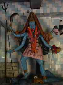 Typical crazy-looking statu in a Hindu temple