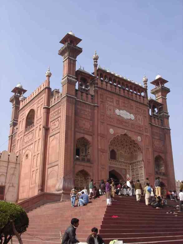 Entrance to the stunning Badshahi Masjid